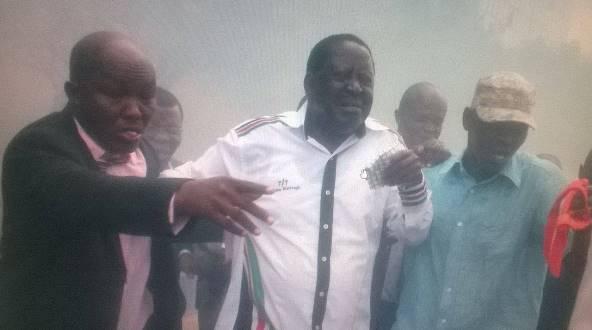 Raila teargassed