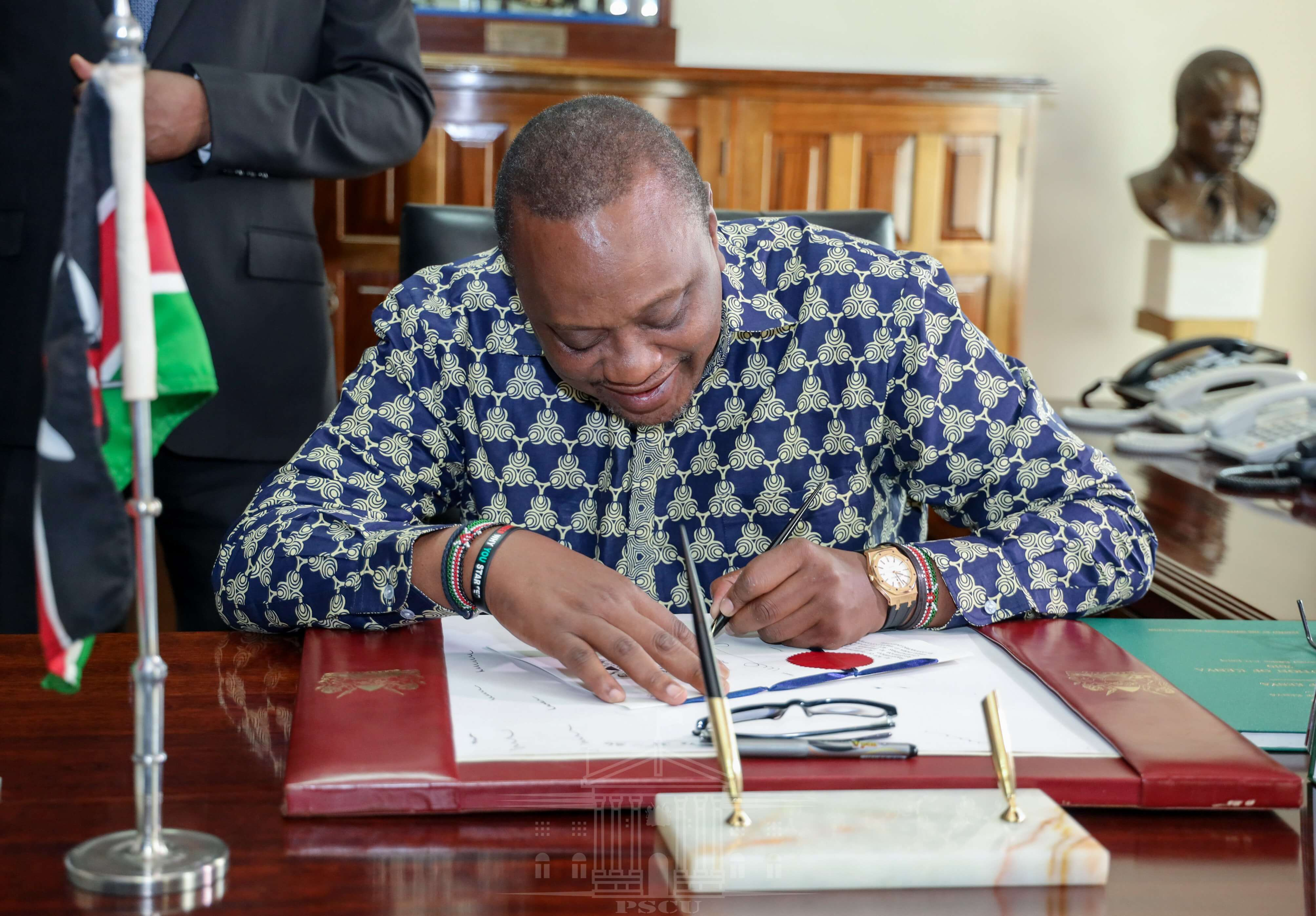 President Uhuru Kenyatta, who is left-handed, signs a Bill into law. Researchers have established thatin left-handed participants, the language areas of the left and right sides of the brain communicate with each other in a more coordinated way. www.businesstoday.co.ke