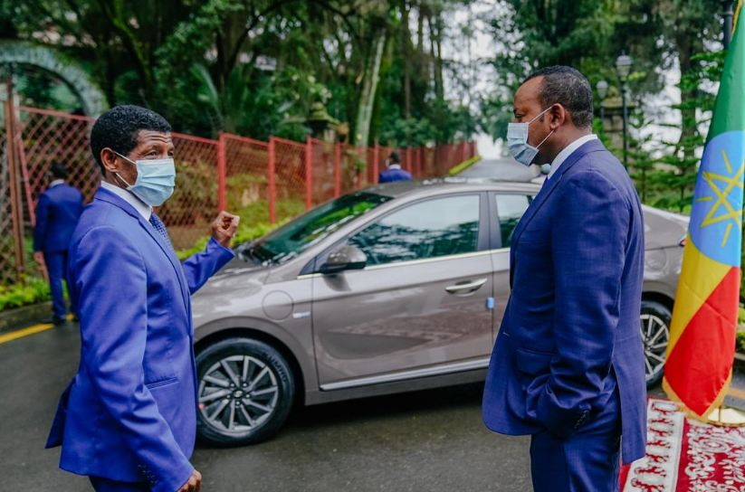 Hyundai-electric-car-Ethiopia-Haile-Gebrselassie-ABIY-AHMED-PHOTO