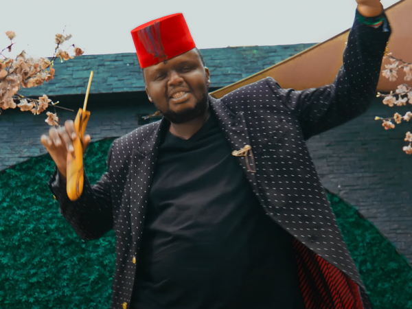 Mejja in a music video for 'Pakua' by Jovial