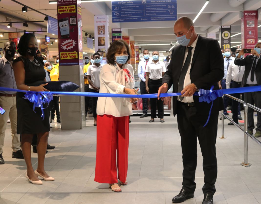 Franck Moreau, Country Manager of Carrefour Kenya (L) and Ms. Sheila Doshi, Director Ideal Location Ltd- City Mall Nyali owners (C) during the official opening of the Carrefour City Mall Nyali store in Mombasa. Looking on is Ms. Nelly Maguta, Marketing & Client Relations Ideal Locations Ltd.