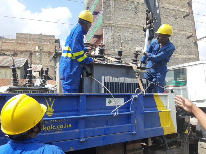 Kenya Power technicians at work. New draft regulations seek to compel the distributor to compensate consumers for losses incurred due to power outages.