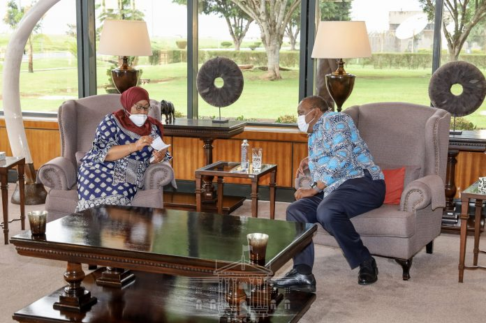 President Uhuru Kenyatta and her Tanzanian counterpart Samia Suluhu in talks during Tanzania's maiden state visit to Kenya. The leaders resolved to improve bilateral relations and trade flows between the two countries. [Photo/State House Kenya]