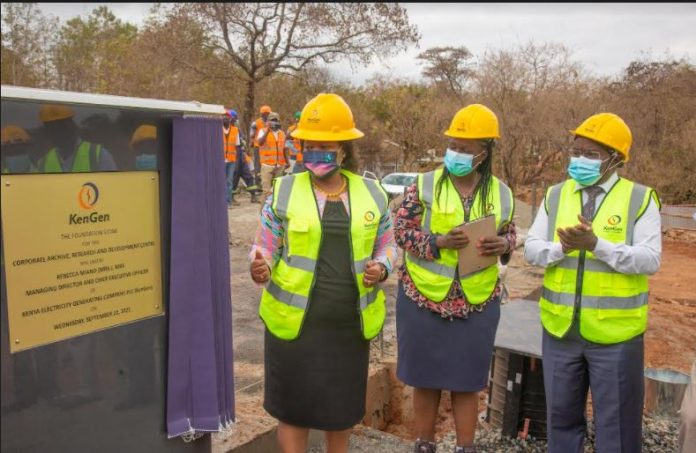From Left: KenGen Managing Director and CEO, Mrs. Rebecca Miano unveiling the Research and Development (R&D) Centre plaque at Tana Station. Looking on is KenGen's Corporate & Regulatory Services Director Mary Maalu and his counterpart David Muthike, Director, Strategy & Innovation.
